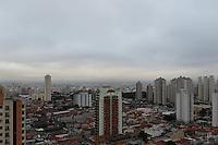 FOTO EMBARGADA PARA VEICULOS INTERNACIONAIS. SAO PAULO, SP, 26/11/2012, CLIMA TEMPO. A semana começou em São Paulo, com céu nublado e temperaturas amenas. Luiz Guarnieri/ Brazil Photo Press