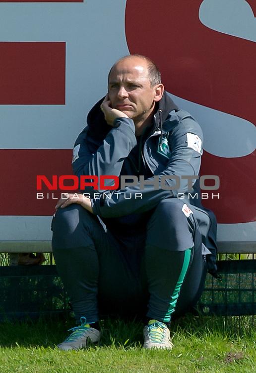 06.05.2015, Trainingsgelaende, Bremen, GER, 1.FBL, Training Werder Bremen, im Bild Viktor Skripnik (Trainer Werder Bremen)<br /> <br /> Foto &copy; nordphoto / Frisch