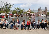 Damn Food Waste. Gratis protestlunch in Amsterdam tegen het verspillen van grote hoeveelheden voedsel.