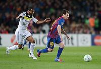 FUSSBALL   CHAMPIONS LEAGUE SAISON 2011/2012   HALBFINALE   RUECKSPIEL        FC Barcelona - FC Chelsea       24.04.2012 Ashley Cole (li, FC Chelsea) gegen Lionel Messi (re, Barca)