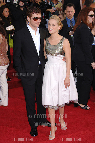 REESE WITHERSPOON & RYAN PHILLIPPE at the 63rd Annual Golden Globe Awards at the Beverly Hilton Hotel..January 16, 2006  Beverly Hills, CA.© 2006 Paul Smith / Featureflash