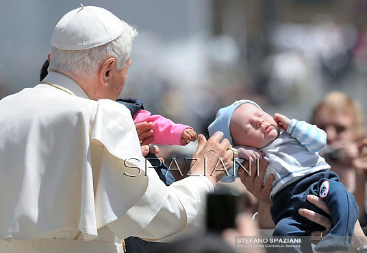 Pope Benedict XVI during his weekly general audience in St. Peter square at the Vatican, Wednesday. 9 May, 2012