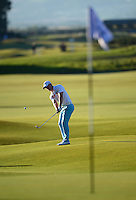 David Horsey of England chips during Round 1 of the 2015 Alfred Dunhill Links Championship at the Old Course, St Andrews, in Fife, Scotland on 1/10/15.<br /> Picture: Richard Martin-Roberts | Golffile