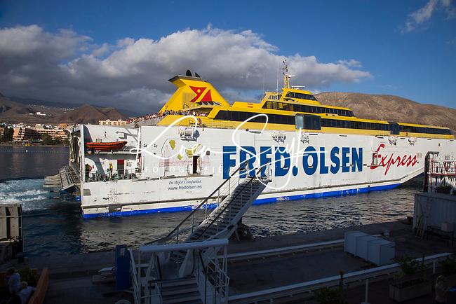 ABAMA GOLF - Ferry naar La Gomera met Fred Olsen Express. COPYRIGHT KOEN SUYK
