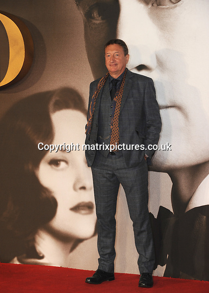 NON EXCLUSIVE ALL ROUND PICTURE: MATRIXPICTURES.CO.UK<br /> PLEASE CREDIT ALL USES<br /> <br /> WORLD RIGHTS<br /> <br /> Steven Knight attends the UK premiere of Allied at Leicester Square in London.  <br /> <br /> NOVEMBER 21st 2016<br /> <br /> REF: TST 163616