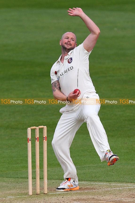 Darren Stevens in bowling action for Kent - Essex CCC vs Kent CCC - Pre-Season Friendly Cricket Match at the Essex County Ground, Chelmsford - 03/04/14 - MANDATORY CREDIT: Gavin Ellis/TGSPHOTO - Self billing applies where appropriate - 0845 094 6026 - contact@tgsphoto.co.uk - NO UNPAID USE