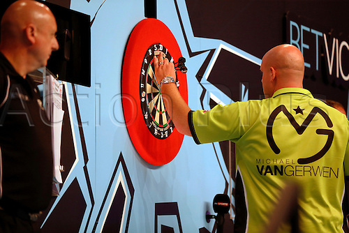24.07.2016. Empress Ballroom, Blackpool, England. BetVictor World Matchplay Darts. Michael van Gerwen picks his darts out of the board