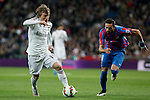 Real Madrid´s Luka Modric (L) and Levante´s Morales during La Liga match at Santiago Bernabeu stadium in Madrid, Spain. March 15, 2015. (ALTERPHOTOS/Victor Blanco)