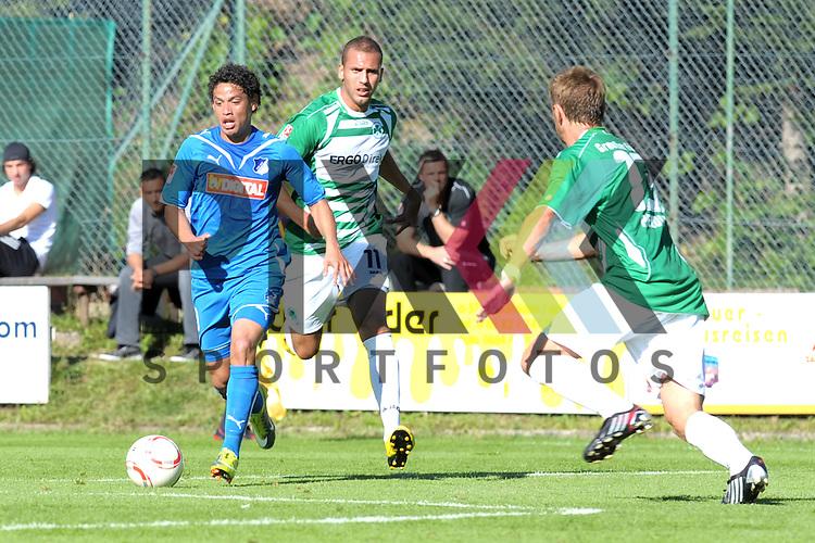Leogang &Ouml;sterreich 31.07.2010, 1.Fu&szlig;ball Bundesliga Testspiel TSG 1899 Hoffenheim - Greuther F&uuml;rth, Hoffenheims Carlos Eduardo gegen die F&uuml;rther Dani Schahin und Stephan Schr&ouml;ck<br /> <br /> Foto &copy; Rhein-Neckar-Picture *** Foto ist honorarpflichtig! *** Auf Anfrage in h&ouml;herer Qualit&auml;t/Aufl&ouml;sung. Belegexemplar erbeten. Ver&ouml;ffentlichung ausschliesslich f&uuml;r journalistisch-publizistische Zwecke.