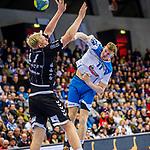 Loenn, Adam (TVB Stuttgart #11) / Patrick Wiencek, (THW Kiel #17) / TVB 1898 Stuttgart - THW Kiel / DHB Pokal Viertelfinale / HBL / 1.Handball-Bundesliga / SCHARRrena / Stuttgart Baden-Wuerttemberg / Deutschland beim Spiel im DHB Pokal Viertelfinale, TVB 1898 Stuttgart - THW Kiel.<br /> <br /> Foto © PIX-Sportfotos *** Foto ist honorarpflichtig! *** Auf Anfrage in hoeherer Qualitaet/Aufloesung. Belegexemplar erbeten. Veroeffentlichung ausschliesslich fuer journalistisch-publizistische Zwecke. For editorial use only.