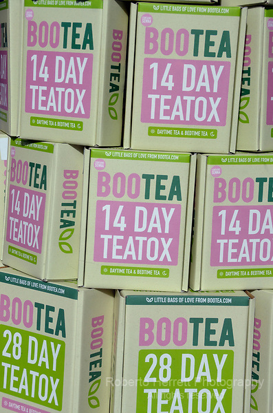 Packets of Bootea 14 day teatox shop window display.