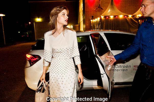 """Premiere van Jos Stellings """"het Meisje en de Dood"""" in de stadsschouwburg..Aankomst Sylvia Hoeks op de rode loper.Foto: Nichon Glerum.Utrecht, 26 sept - 4 okt 2012.Nederlands Film Festval 2012, NFF.2012, NFF12."""