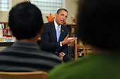 Arlington, VA - September 8, 2009 -- United States President Barack Obama (C) hosts a group discussion with students at Wakefield High School in Arlington, Virginia, USA, 08 September 2009.  President Obama attends the event to encourage students to study hard and take responsibility for their own education on the first day of the school year for many children across America.  .Credit: Michael Reynolds - Pool via CNP