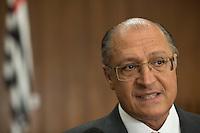 SAO PAULO, 02 DE MAIO DE 2013. LIBERACAO DE RECURSOS PARA OS PRECATORIOS. O governador de São Paulo, Geraldo Alckmin, durante assinatura de decreto para liberação de recursos para pagamento de precatórios, na manhã desta quinta feira no Palacio dos Bandeirantes. FOTO ADRIANA SPACA/BRAZIL PHOTO PRESS