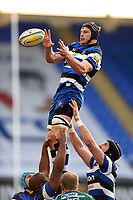 Paul Grant of Bath Rugby wins the ball at a lineout. Aviva Premiership match, between London Irish and Bath Rugby on November 19, 2017 at the Madejski Stadium in Reading, England. Photo by: Patrick Khachfe / Onside Images
