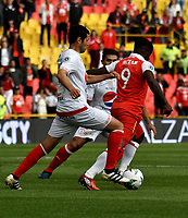 BOGOTÁ - COLOMBIA, 12-01-2019: Carmelo Valencia (Der.) jugador de Independiente Santa Fe disputa el balón con Pedro Franco (Izq.) jugador de América de Cali, durante partido entre Independiente Santa Fe y América de Cali, por el Torneo Fox Sports 2019, jugado en el estadio Nemesio Camacho El Campin de la ciudad de Bogotá. / Carmelo Valencia (R) player of Independiente Santa Fe vies for the ball with Pedro Franco (L) during a match between Independiente Santa Fe and America de Cali, for the Fox Sports Tournament 2019, played at the Nemesio Camacho El Campin stadium in the city of Bogota. Photo: VizzorImage / Luis Ramírez / Staff.
