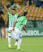 MEDELLÍN -COLOMBIA-01-10-2014. Daniel Bocanegra (Der) jugador de Atlético Nacional de Colombia celebra un gol anotado a Vitória de Brasil durante juego de ida de los octavos de final en la Copa Total Sudamericana 2014 realizado en el estadio Atanasio Girardot de Medellín./ Daniel Bocanegra (R) player of Atletico Nacional of Colombia celebrates a goal scored to Vitoria of Brazil during the first leg match for the knockout stage of the Copa Total Sudamericana 2014 played at Atanasio Girardot stadium in Medellin. Photo: VizzorImage/Luis Ríos/STR