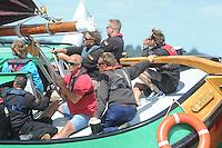 ZEILEN: ECHTENERBRUG: 08-08-2013, IFKS Sk&ucirc;tsjesilen, A klasse Groot, schipper Henk Regts wint met het Sk&ucirc;tsje Ut en Th&uacute;s, <br /> &copy;foto Martin de Jong