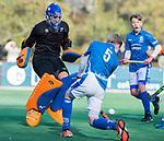 BLOEMENDAAL  - keeper Allard Andre de La Porte met Jens de Vuijst,  competitiewedstrijd junioren  landelijk  Bloemendaal JB1-Kampong JB1 (4-3) . COPYRIGHT KOEN SUYK
