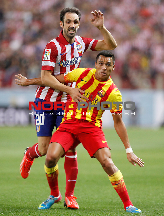 Atletico de Madrid's Juanfran Torres (l) and FC Barcelona's Alexis Sanchez during Supercup of Spain 1st match.August 21,2013. Foto © nph / Victor Blanco)