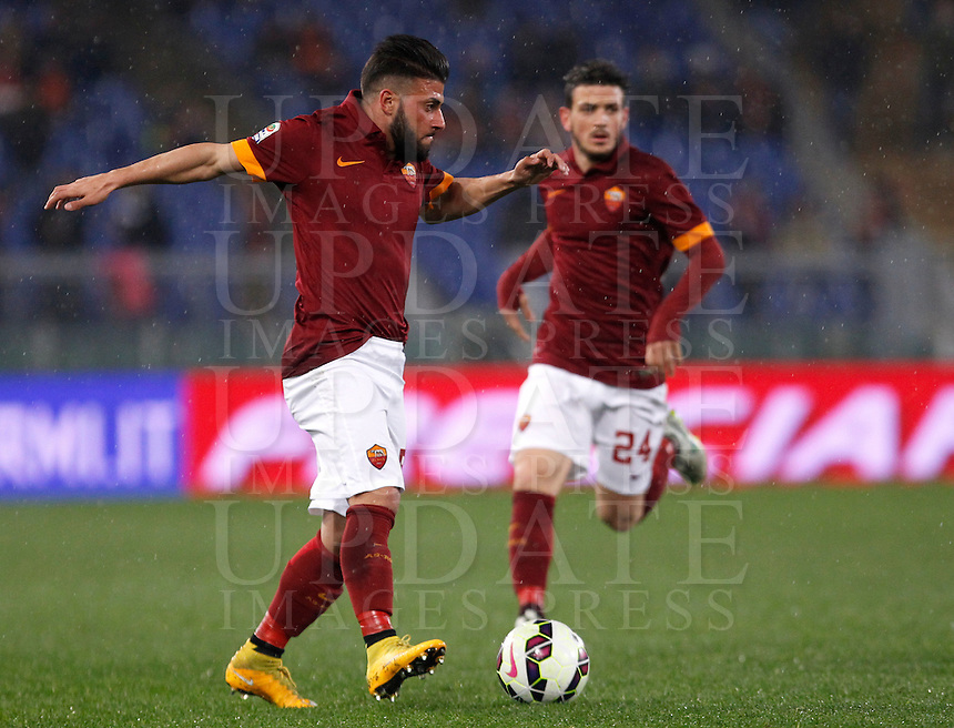Calcio, Serie A: Roma vs Sampdoria. Roma, stadio Olimpico, 16 marzo 2015. <br /> Roma&rsquo;s Daniele Verde in action during the Italian Serie A football match between Roma and Sampdoria at Rome's Olympic stadium, 16 March 2015.<br /> UPDATE IMAGES PRESS/Isabella Bonotto
