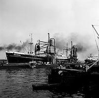 Augustus 1966. Schip Britsum in de Haven van Antwerpen.