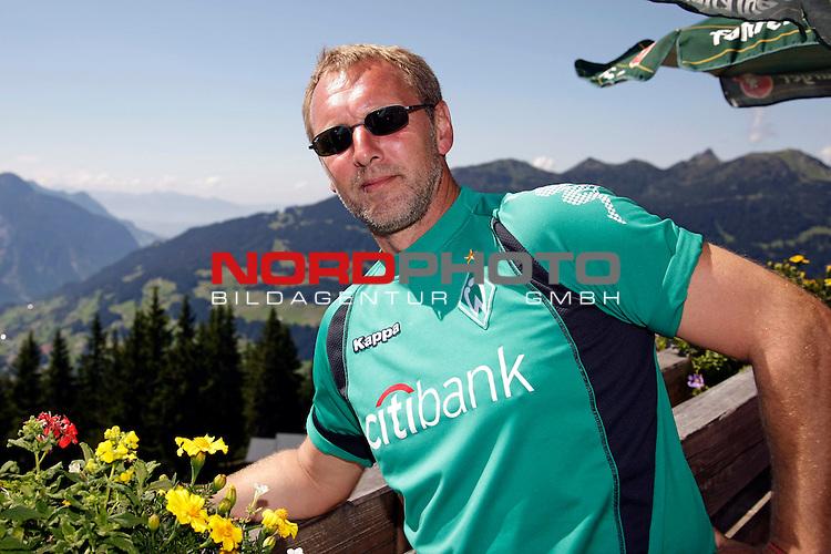 FBL 08/09 Trainingslager  Werder Bremen - 2008 Schruns / &Ouml;sterreich  - Day <br /> <br /> Feature <br /> <br /> <br /> Am Freitag mittag fuhr der Bremer Trainerstab und der F&uuml;hrung von Thomas Schaaf ( Bremen GER - Trainer  COACH) und J&uuml;rgen L. Born (Vorsitzender der Gesch&auml;ftsf&uuml;hrung und Gesch&auml;ftsf&uuml;hrer Finanzen und &Ouml;ffentlichkeitsarbeit) mit der Hochjochbahn auf den Berg.<br /> <br /> <br /> Matthias Hoenerbach ( Bremen GER ) <br /> <br /> Foto &copy; nph (nordphoto )<br /> <br /> <br /> <br />  *** Local Caption ***