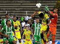 NEIVA-COLOMBIA, 10-02-2019: Luis Cardoza de Atlético Huila disputa el balón con Christian Vargas guardameta de Atlético Nacional, durante partido entre Atlético Huila y Atlético Nacional, de la fecha 4 por la Liga Aguila, I 2019 en el estadio Guillermo Plazas Alcid de Neiva. / Luis Cardoza of Atletico Huila vies for the ball with Christian Vargas goalkeeper of Atletico Nacional, during a match between Atletico Huila and Atletico Nacional of the 4th date for the Liga Aguila I 2019 at the Guillermo Plazas Alcid Stadium in Neiva city. Photo: VizzorImage  / Sergio Reyes / Cont.