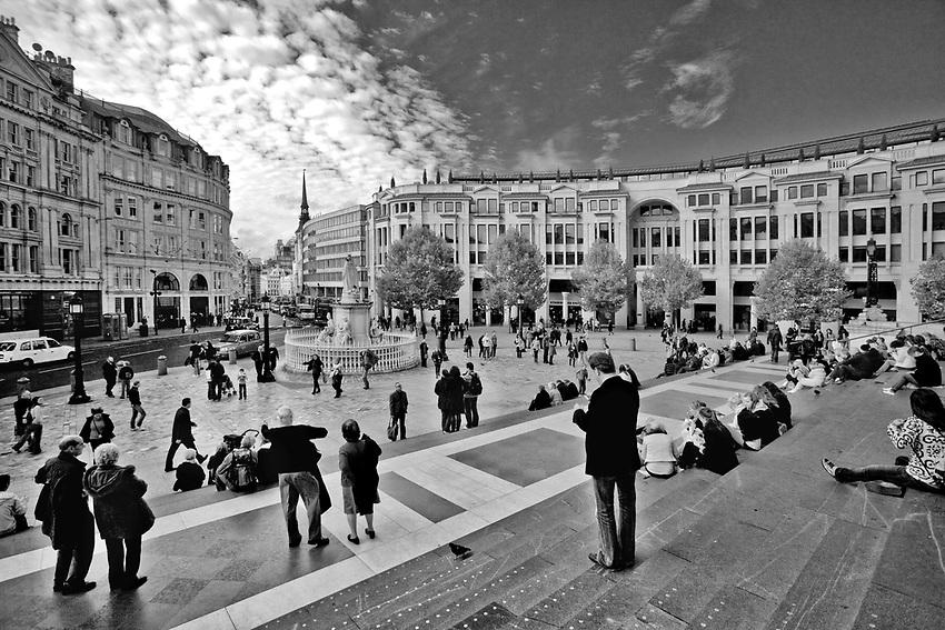 Londyn 2009-10-23. Plac przed Katedrą św. Pawła