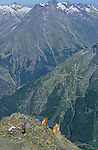 refuge de Mischabel (3335 m) au dessus de la vallée de Saas Fee