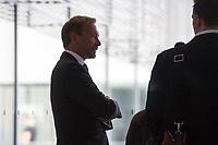 Christian Lindner, Partei- und Fraktionsvorsitzender der Freien Demokraten, FDP, spricht zu Journalisten, nachdem die Sitzung des Deutschen Bundestag auf Antrag der CDU/CSU-Fraktion unterbrochen wurde. Grund der Unterbrechung ist der Streit innerhalb der Union ueber den Umgang mit Fluechtlingen.<br /> 14.6.2018, Berlin<br /> Copyright: Christian-Ditsch.de<br /> [Inhaltsveraendernde Manipulation des Fotos nur nach ausdruecklicher Genehmigung des Fotografen. Vereinbarungen ueber Abtretung von Persoenlichkeitsrechten/Model Release der abgebildeten Person/Personen liegen nicht vor. NO MODEL RELEASE! Nur fuer Redaktionelle Zwecke. Don't publish without copyright Christian-Ditsch.de, Veroeffentlichung nur mit Fotografennennung, sowie gegen Honorar, MwSt. und Beleg. Konto: I N G - D i B a, IBAN DE58500105175400192269, BIC INGDDEFFXXX, Kontakt: post@christian-ditsch.de<br /> Bei der Bearbeitung der Dateiinformationen darf die Urheberkennzeichnung in den EXIF- und  IPTC-Daten nicht entfernt werden, diese sind in digitalen Medien nach &szlig;95c UrhG rechtlich geschuetzt. Der Urhebervermerk wird gemaess &szlig;13 UrhG verlangt.]