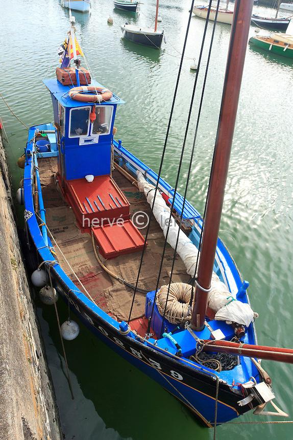 France, Loire-Atlantique (44), Pornic, bâteau dans le Vieux Port // France, Loire Atlantique, Pornic, traditional fishing boat