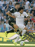 Real Madrid's Marcelo Vieira (r) and Granada's Edgar Mendez during La Liga match. September 19,2015. (ALTERPHOTOS/Acero)