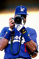 Jose Vizcaino of the Los Angeles Dodgers participates in a Major League Baseball game at Dodger Stadium during the 1998 season in Los Angeles, California. (Larry Goren/Four Seam Images)
