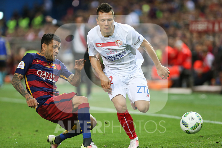 FC Barcelona's Daniel Alves (L) and Sevilla CF's Konoplyanka (R)  during Spanish Kings Cup Final match. May 22,2016. (ALTERPHOTOS/Rodrigo Jimenez)