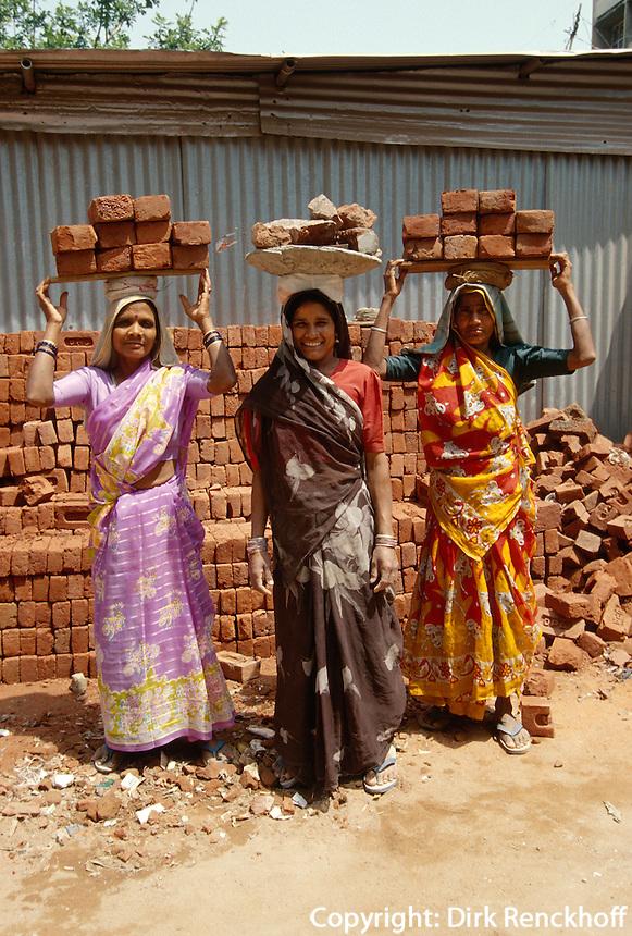 Indien, Delhi, Bauarbeiterinnen