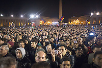 una veduta di piazza san pietro dopo l'elezione di papa Francesco. Secondo giorno di coclave. Papa Francesco viene eletto come successore di San Pietro Marzo 14, 2013. Photo: Adamo Di Loreto/BuenaVista*photo