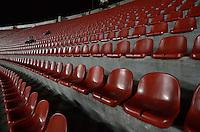SÃO PAULO, SP, 10 DE JULHO DE 2013 - CAMPEONATO BRASILEIRO - SÃO PAULO x BAHIA: Morumbi recebe pouco publico pouco antes de começar a partida São Paulo x Bahia, partida antecipada válida pela 11ª rodada do Campeonato Brasileiro de 2013, disputada no estádio do Morumbi em São Paulo. FOTO: LEVI BIANCO - BRAZIL PHOTO PRESS.