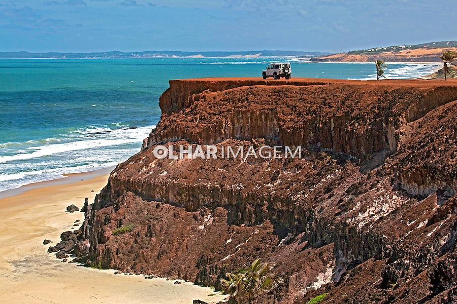 Falesias na Praia da Pipa. Tabau do Sul. Rio Grande do Norte. 2013. Foto de Rogerio Reis.