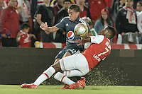 BOGOTÁ -COLOMBIA, 07-02-2016. Layvin Balanta (Der.) jugador de Santa Fe disputa el balón con Maximiliano Nuñez (Izq.) jugador de Millonarios durante partido entre Independiente Santa Fe y Millonarios por la fecha 3 de la Liga Aguila I 2016  jugado en el estadio Nemesio Camacho El Campin de la ciudad de Bogota. / Layvin Balanta (R) player of Santa Fe struggles for the ball with Maximiliano Nuñez (L) player of Millonarios during a match between Independiente Santa Fe and Cucuta Deportivo for the date 3 of the Liga Aguila I 2016 played at the Nemesio Camacho El Campin Stadium in Bogota city. Photo: VizzorImage/ Gabriel Aponte / Staff