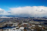 Schneeschauer: EUROPA, DEUTSCHLAND, SCHLESWIG- HOLSTEIN, GEESTHACHT, (GERMANY), 27.02.2005: Schneeschauer,   Schnee, snow, Wetter, weather, Regen, rain, Wolke, cloud, Schauer, shower, Jahreszeit, Season, Regenwolken, Cumulus, Eis, kalt, Regenschauer, Luftansicht, Luftaufnahme, Luftbild, Luftblick, Winter, . c o p y r i g h t : A U F W I N D - L U F T B I L D E R . de.G e r t r u d - B a e u m e r - S t i e g 1 0 2, 2 1 0 3 5 H a m b u r g , G e r m a n y P h o n e + 4 9 (0) 1 7 1 - 6 8 6 6 0 6 9 E m a i l H w e i 1 @ a o l . c o m w w w . a u f w i n d - l u f t b i l d e r . d e.K o n t o : P o s t b a n k H a m b u r g .B l z : 2 0 0 1 0 0 2 0  K o n t o : 5 8 3 6 5 7 2 0 9.V e r o e f f e n t l i c h u n g n u r m i t H o n o r a r n a c h M F M, N a m e n s n e n n u n g u n d B e l e g e x e m p l a r !.