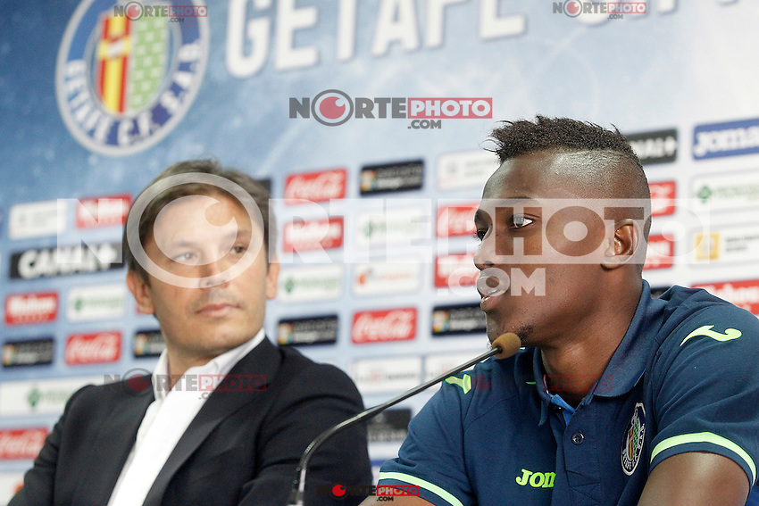 Getafe's new player Bernard Mensah (r) with the General Manager Toni Munoz during his official presentation. August 5, 2014. (ALTERPHOTOS/Acero)