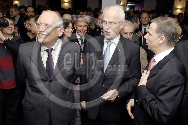 Brussels-Belgium - 26 February 2008---Opening celebration of the new Representation of the State of North Rhine-Westphalia (Germany) to the European Union with Minister-President Dr. Jürgen RÜTTGERS (Juergen Ruettgers) (ce); here, with Günter (Guenter, Gunter) VERHEUGEN (le), Vice-President of the European Commission and in charge of Enterprise and Industry, and Andreas KRAUTSCHEID (ri) - NRW-Minister for Federal Affairs, Europe and Media---Photo: Horst Wagner / eup-images