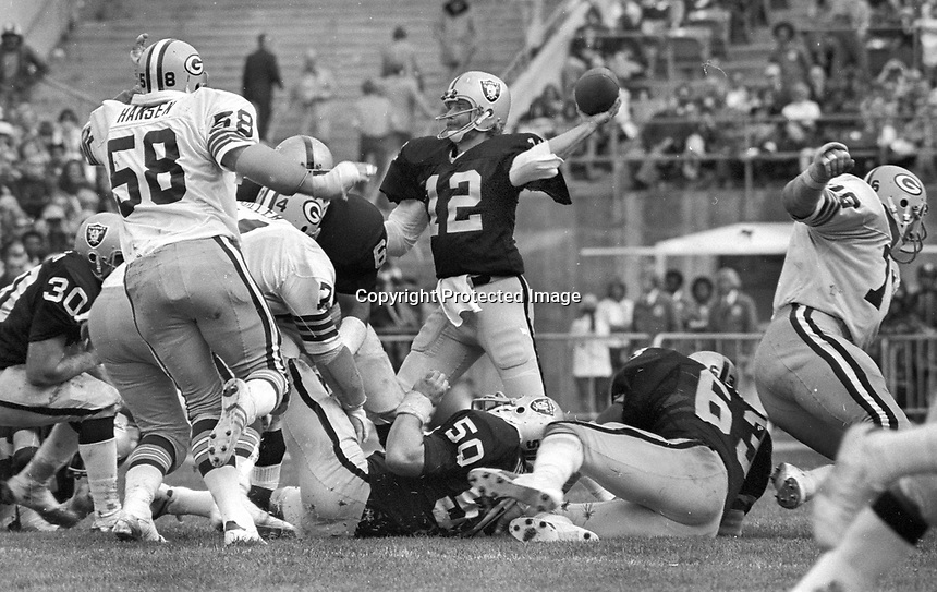 Oakland Raider quarterback Ken Stabler against the Green Bay Packers (1976 photo/Ron Riesterer)