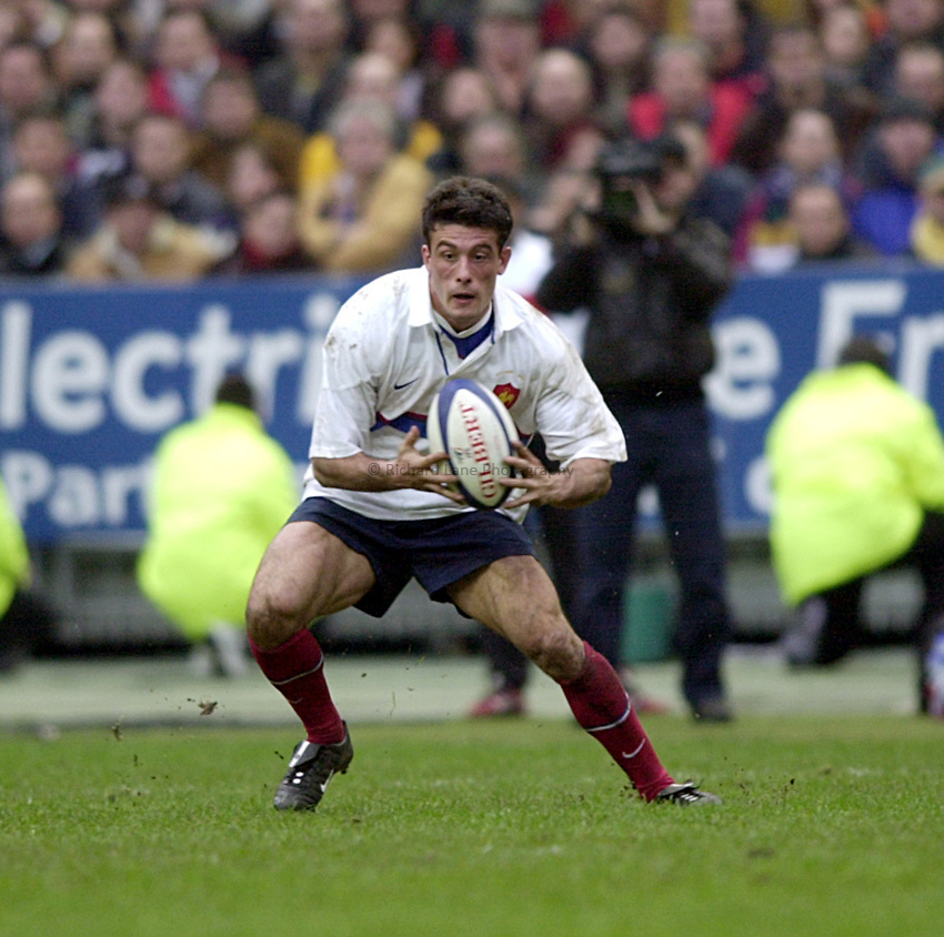 Photo Richard Lane..France v Scotland.Lloyds T.S.B Six Nations Championship 2001..Stade de France. 04.02.2001.Xavier Garbajosa in action for the French.