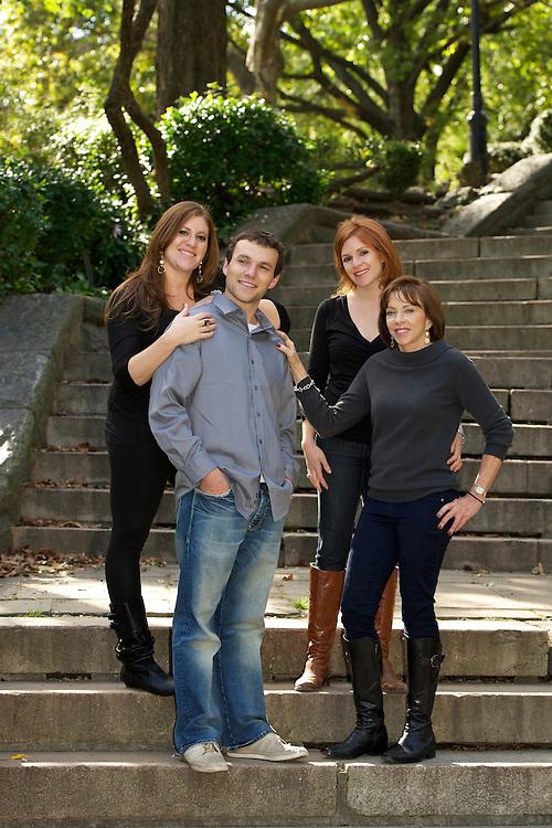 Family portrait in Carl Schurz Park in Manhattan