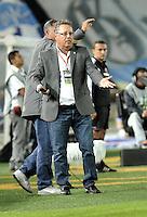 BOGOTA- COLOMBIA -02 -02-2014: Nestor Osorio, tenico de La Equidad durante partido de la segunda fecha de la Liga Postobon I 2014, jugado en el Nemesio Camacho El Campin de la ciudad de Bogota. / Nestor Osorio, coach of La Equidad during a match for the second date of the Liga Postobon I 2014 at the Nemesio Camacho El Campin Stadium in Bogoto city. Photo: VizzorImage  / Luis Ramirez / Staff