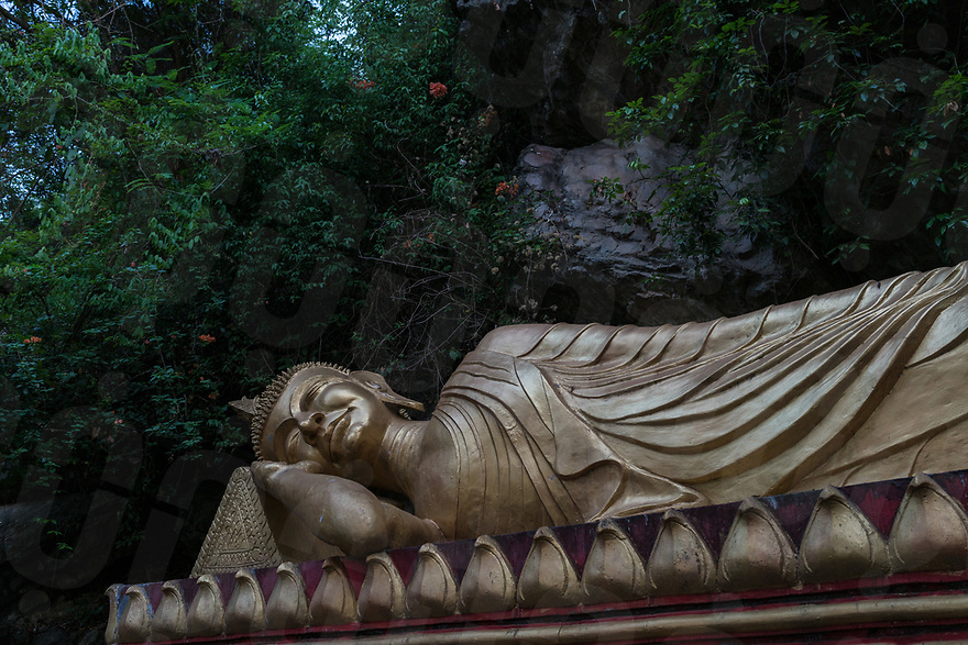 May 07, 2017 - Luang Prabang (Laos). A statue of a reclining Buddha on the way up to Mount Phousi. © Thomas Cristofoletti / Ruom