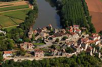 Le village de Calvignac domine la vallee du Lot.The village of Calvignac dominates the valley of the Lot