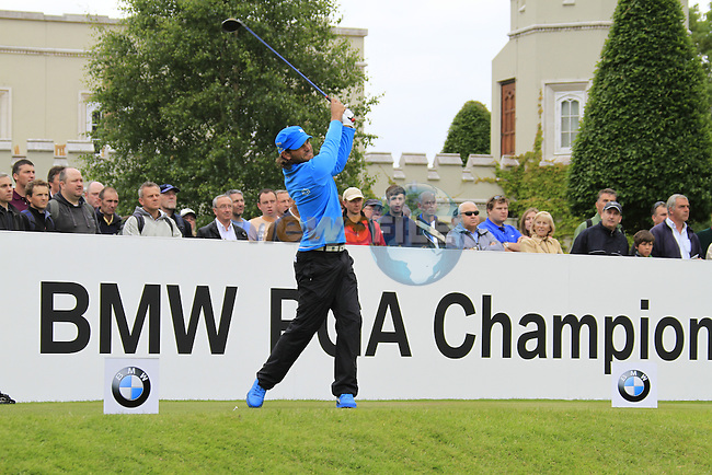 Johan Edfors (SWE) tees off on the 1st tee to start his round on Day 2 of the BMW PGA Championship Championship at, Wentworth Club, Surrey, England, 27th May 2011. (Photo Eoin Clarke/Golffile 2011)